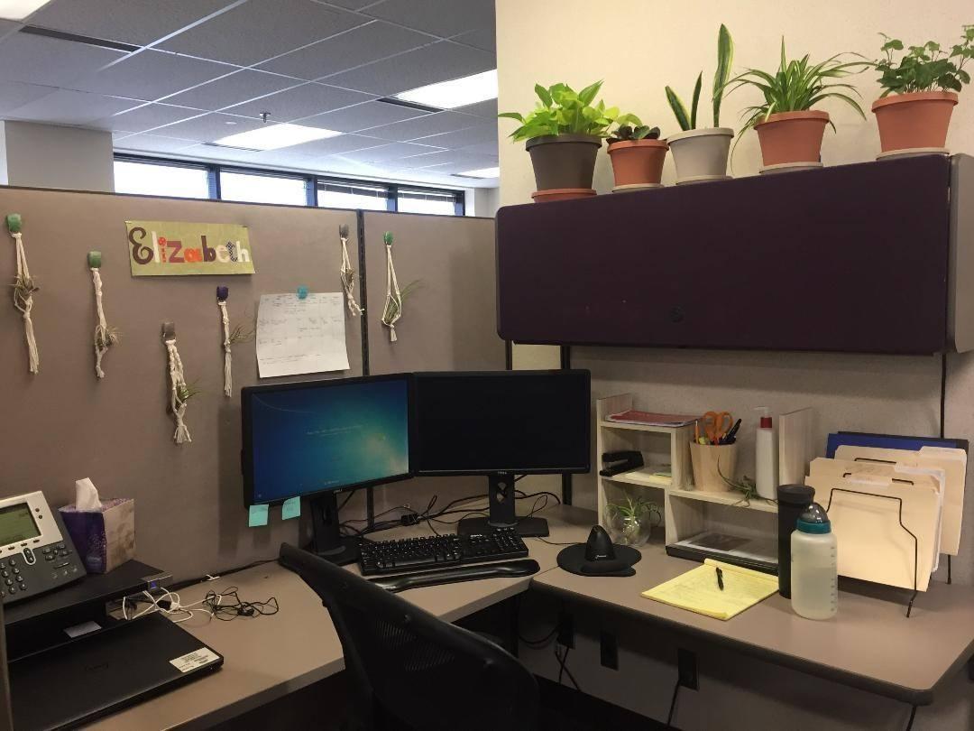 desk space in office